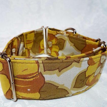 collar martingale hecho a mano con hojas modelo C97