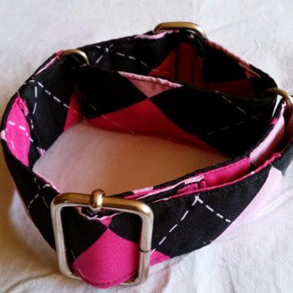 collar martingale para perros fucsia con rombos