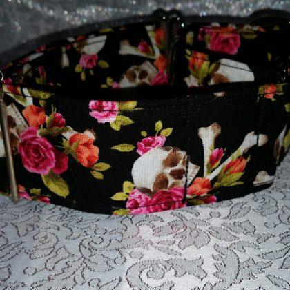 collar para perros con flores y calaveras