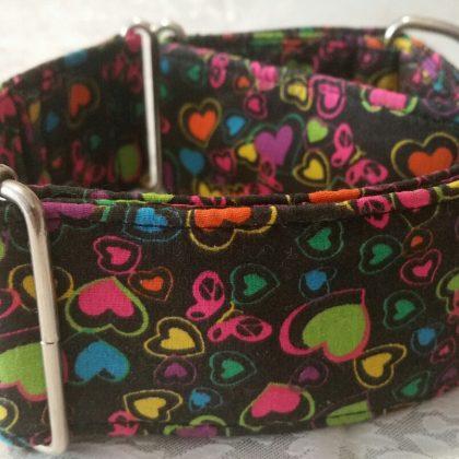 collar martingale con corazones de colores modelo C67