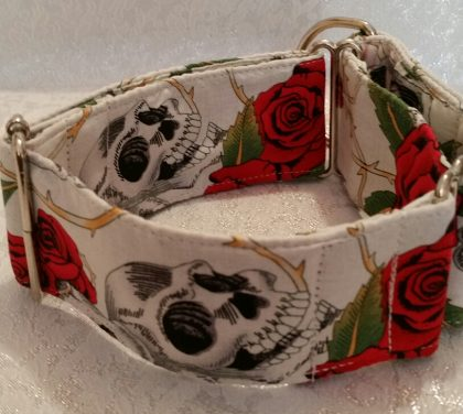 collar martingale de rosas y calaveras modelo C63