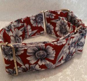 collar para perros con flores blancas modelo C65