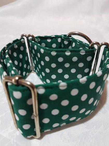 collar de tela para perros verde con lunares blancos