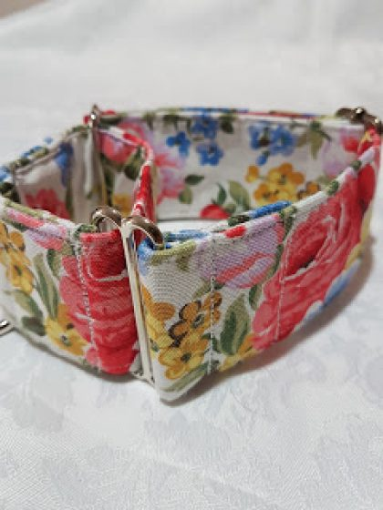 collar para perros de tela con flores