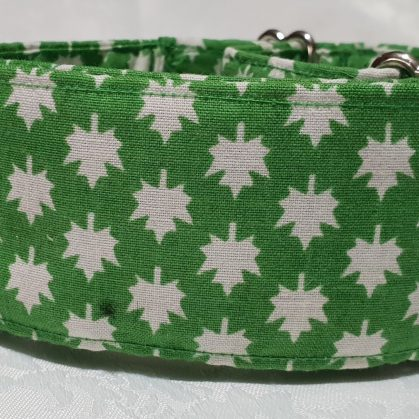 collar para perros estampado hoja blancas con fondo verde modelo C84